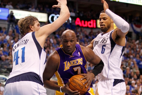 Los Angeles Lakers' Odom is double teamed by Dallas Mavericks' Nowitzki and Chandler during Game 4 of the NBA Western Conference semi-final basketball playoff in Dallas