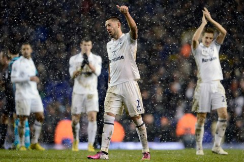 image: Tottenham Hotspur's Clint Dempsey acknowledges the crowd at the end of their Premier League soccer match against Manchester United at White Hart Lane in London, Jan. 20, 2013