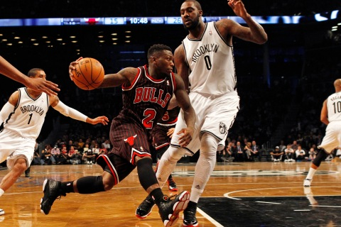 Chicago Bulls point guard Nate Robinson drives to the basket defended by Brooklyn Nets center Andray Blatche in New York, on April 4, 2013.