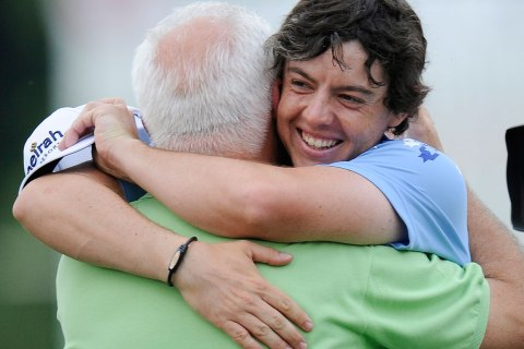 Rory McIlroy hugs his father Gerry on the 18th green after winning the U.S. Open Championship golf tournament in Bethesda, Md., June 19, 2011.
