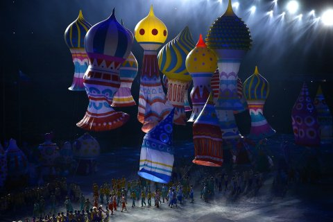 Performers with balloons representing St. Basil's cathedral.